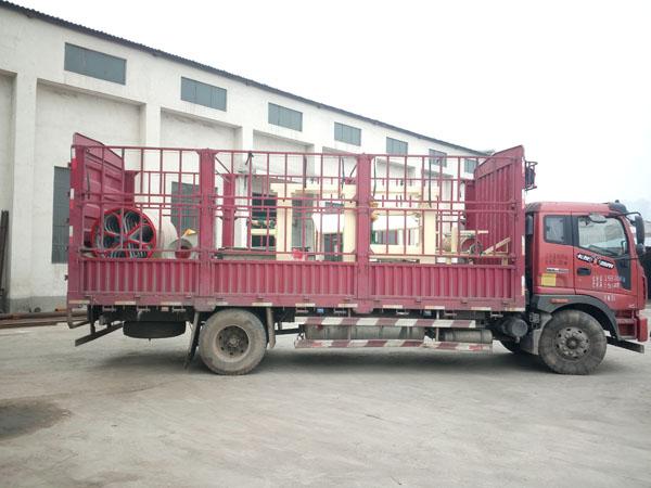 黑龙江肇源县朱老板gou买我厂的qi缸造纸机设备,全天候24小时生产发货现场